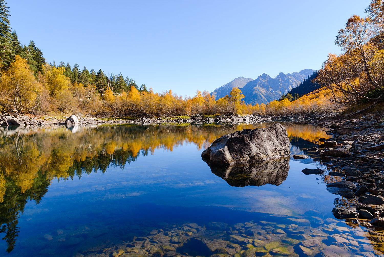 Второе Бадукское озеро осенью