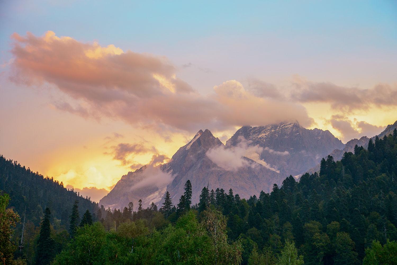 Горы Домбая на закате