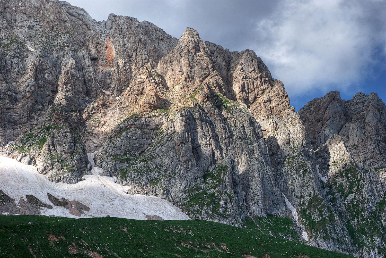 Скальные стены горы Фишт